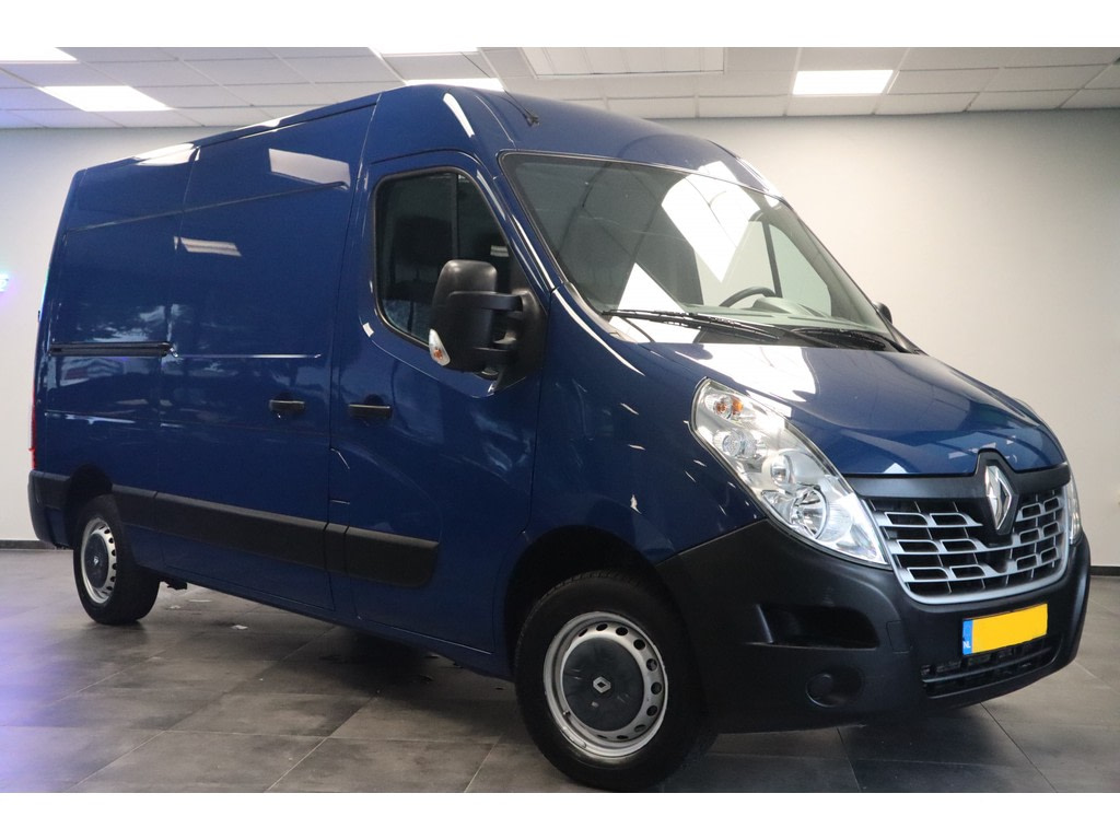 Renault Master T33 2.3 dCi L2H2 Airconditioning Cruise trekhaak Bluetooth Lat om lat